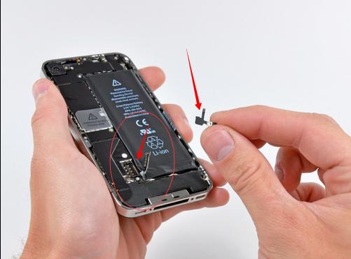 苹果4s 拆机之后重新安装多了一个小零件